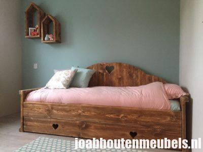 Levering van elk meubel is mogelijk.